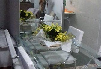 Que tal um espelho na sala de jantar? Veja essas dicas de decoração:
